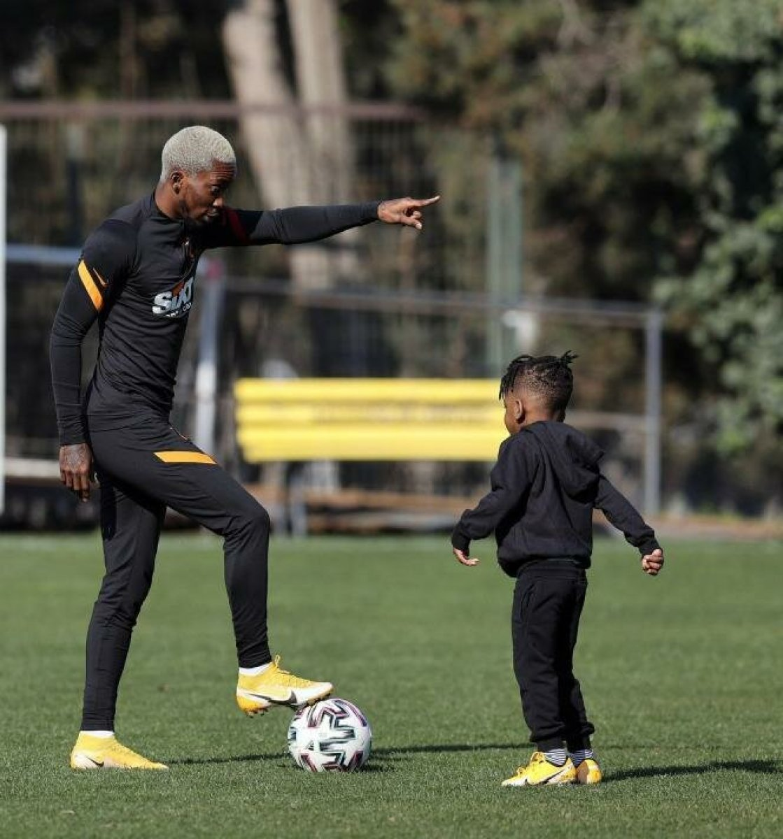 Henry Onyekuru oğluyla birlikte Florya da #2