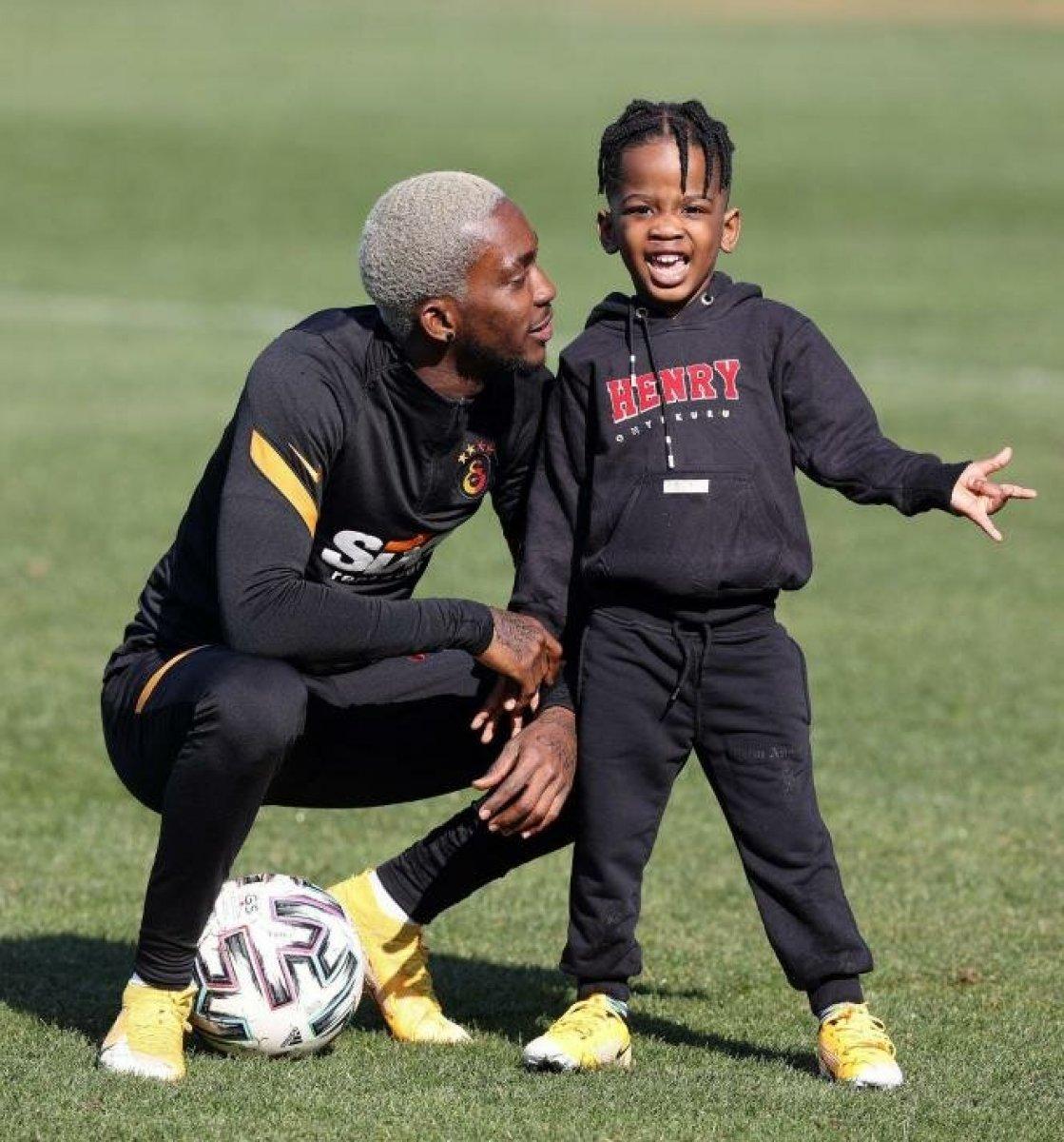 Henry Onyekuru oğluyla birlikte Florya da #3