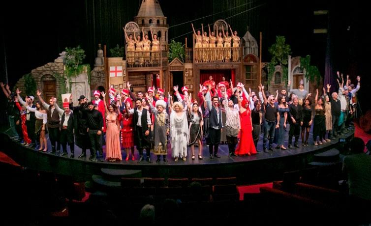Müjdat Gezen'in yazıp yönettiği 'Pera Müzikali' provası özel davetlilerden büyük beğeni topladı!