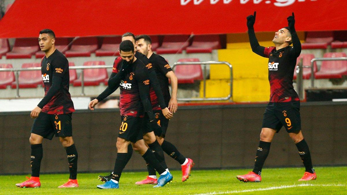 Radamel Falcao gollerle döndü #1